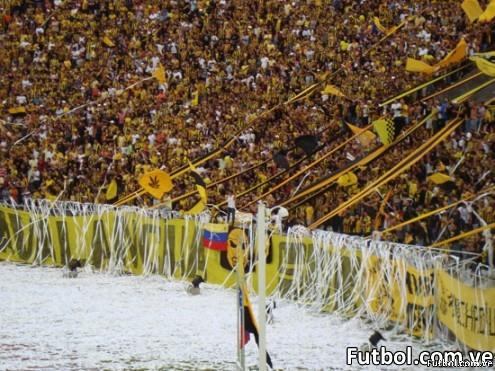 Hinchada Aurinegra - Foto: fútbol.com.ve