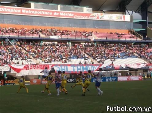 Foto del encuentro entre Estudiantes de Mérida y Trujillanos FC en la última fecha del torneo apertura 2009-2010. Foto: Centro de Prensa de Estudiantes de Mérida