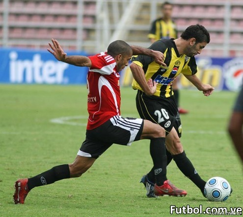 El país futbolero espera el choque entre los grandes rivales del balompié nacional