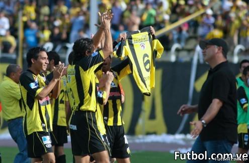 El Deportivo Táchira celebra la victoria sobre el Carabobo dedicándole uno de los goles a su compañero Javier Villafraz. Foto: Gennaro Pascale / Deportivo Táchira