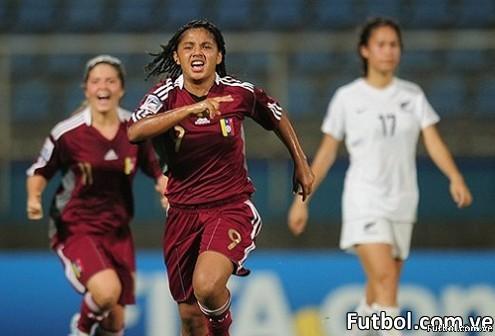 Ysaura Viso, integrante de la selección femenina sub-17 de Venezuela celebra un gol. Foto: FIFA