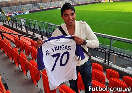 Vargas muestra su nueva camiseta