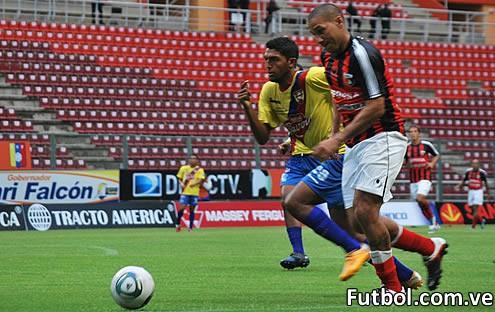 Deportivo Lara y Aragua FC en duelo sin público en el estadio Metropolitano de Cabudare, empataron a un tanto en choque correspondiente a la jornada 7 del torneo Apertura 2011. Foto: Prensa Deportivo Lara