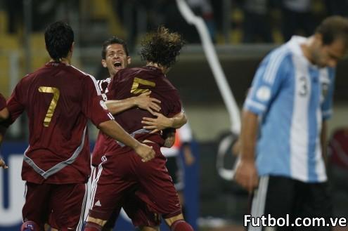 Venezuela logró una histórica victoria de 1-0 ante Argentina la noche de este martes en partido de la segunda jornada de la eliminatoria sudamericana al Mundial de Brasil-2014, que se jugó en la ciudad de Puerto La Cruz en el caribe venezolano. Foto: AP