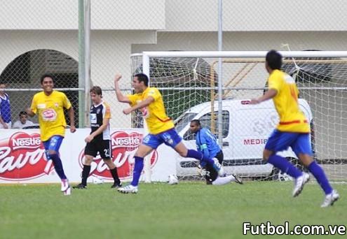 Montanari celebra el gol de los locales