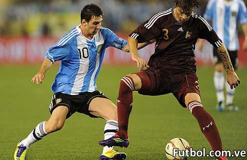 Amorebieta ante Messi (AVN)