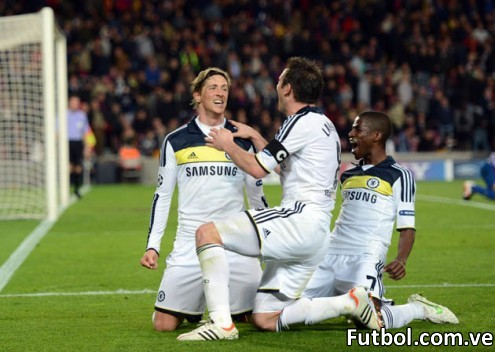 Chelsea's Spanish forward Fernando Torres (L) celebrates with teammates midfielder Frank Lampard (C) and Brazilian midfielder  Ramires (R) after scoring during the UEFA Champions League second leg semi-final football match Barcelona against Chelsea at the Cam Nou stadium in Barcelona on April 24, 2012. Ten-man Chelsea reached the Champions League final after drawing 2-2 with holders Barcelona in their semi-final final second leg clash here to progress 3-2 on aggregate.  AFP PHOTO / ADRIAN DENNIS