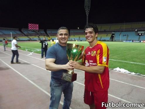 Con la victoria, el DANZ ganó la Copa Gobernación del Estado Anzoátegui, la cual fue entregada por el máximo mandatario regional, Dr. Tarek William Saab. Foto: DANZ