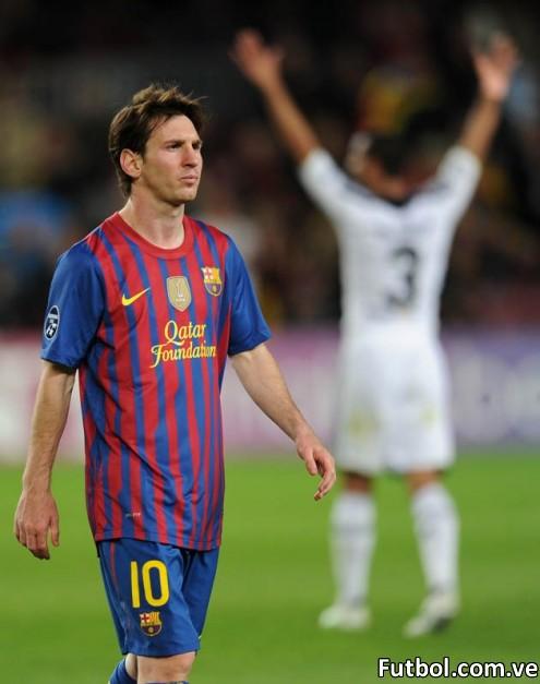 Messi con cara de frustración luego de quedar eliminados frente al Chelsea en el Camp Nou. Foto: AFP PHOTO / LLUIS GENE