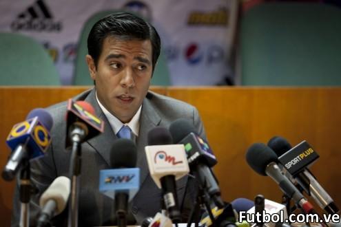 César Farías, director técnico de la selección mayor de fútbol de Venezuela. Foto: REUTERS / Carlos García