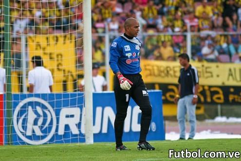 Manuel Sanhouse se despide del Deportivo Táchira. Foto: Gennaro Pascale