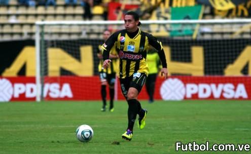Javier Villafraz se despide de la afición aurinegra. Foto: Gennaro Pascale / Deportivo Táchira