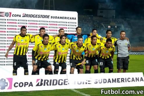 La nueva plantilla del Deportivo Táchira para la temporada 2012 - 2013 dirigida por el Prof. Manolo Contreras. Foto: Gennaro Pascale