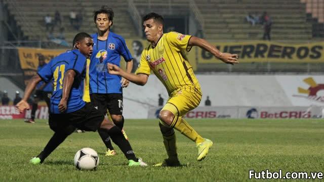 Cesar Alzate del Trujillanos FC en el empate por la primera fecha de la Copa Venezuela 2012. Foto: Trujillanos FC