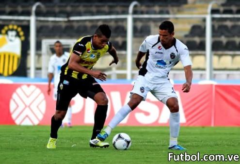 Imágenes del encuentro entre el Deportivo Táchira y el Real Esppor. Foto: Gennaro Pascale