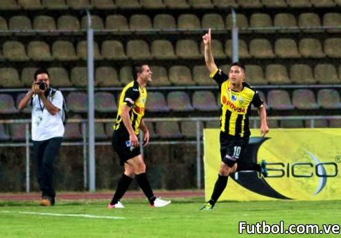 Deportivo Táchira logró golear 3 - 0 al Real Esppor en el Polideportivo de Pueblo Nuevo. Foto: Gennaro Pascale