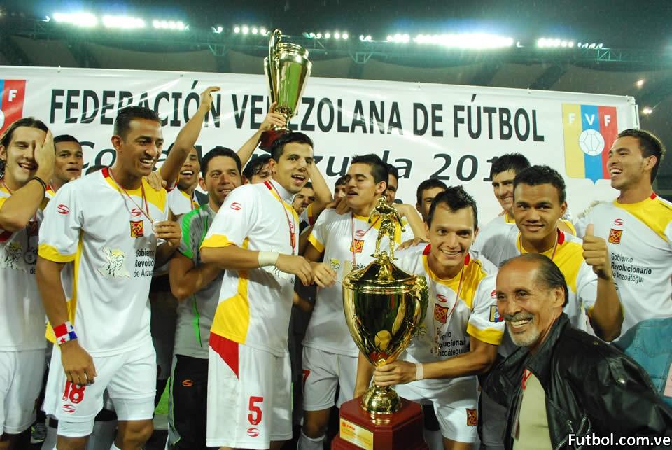 Deportivo Anzoátegui celebra en Mérida y alza la Copa Venezuela 2012. Foto: Adriana Rodelo/Diario Frontera Mérida