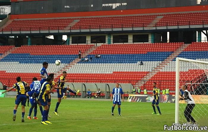 Varias oportunidades de gol se crearon en este encuentro, las cuales pudieron haber cambiado la historia del partido. (Foto: Carlos Moncada)